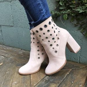 Just In! Chinese Laundry Carmen Suede booties